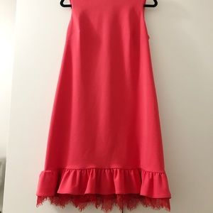 Stunning dress with ruffle and lace detail
